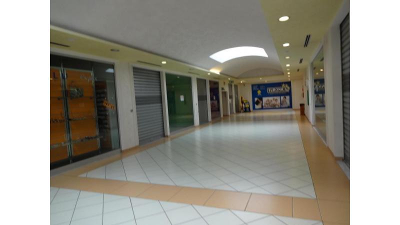 Centri Commerciali In Vendita CASTELNUOVO CILENTO. Via ...